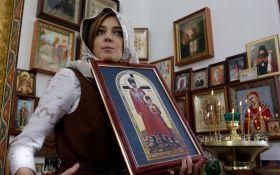 """Крымская """"няша"""" рассказала, как на Донбассе """"вооруженных бандеровцев"""" выгоняют иконами"""