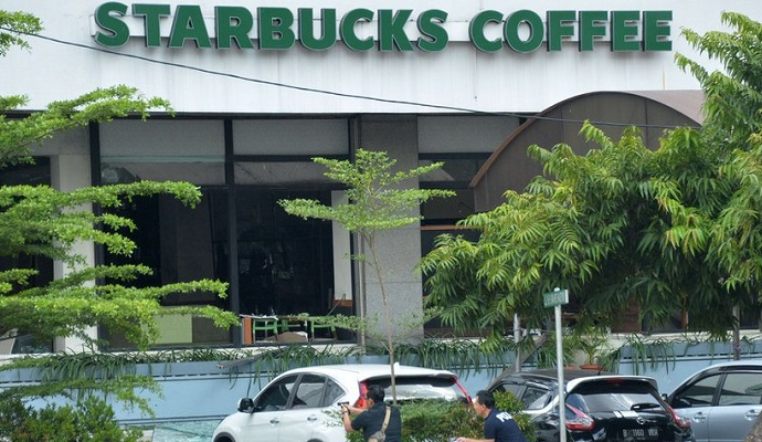 Starbucks закрывает свои заведения в столице Индонезии
