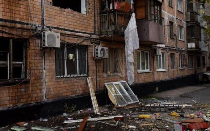 У житловому будинку окупованого Донецька пролунав вибух: з'явилося відео