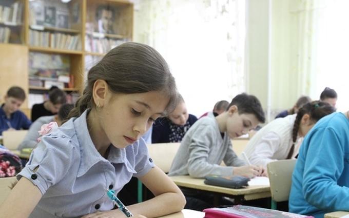 Боевики ЛНР приучают детей к тому, что Донбасс – русский: опубликованы фото