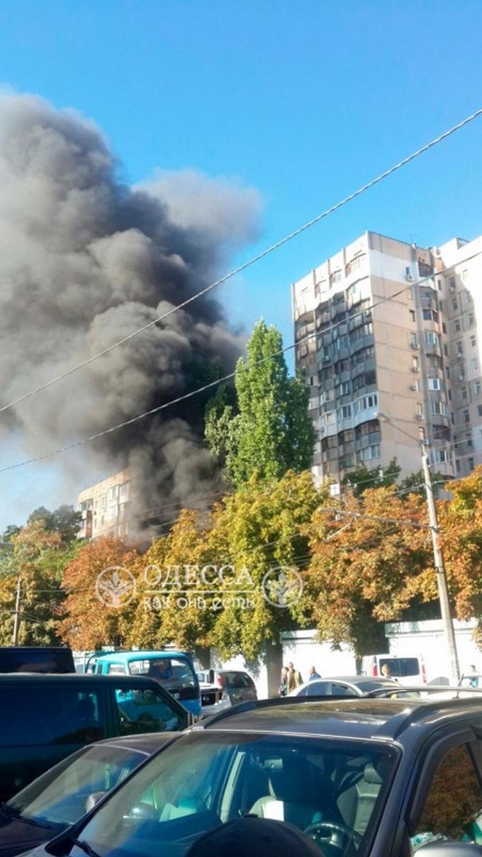 В Одесі сталася масштабна пожежа: з'явилися фото і відео (1)