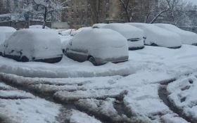В Киеве из-за снега произошел транспортный коллапс