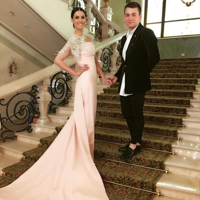 Українська телеведуча вразила розкішною сукнею: опубліковані фото (2)