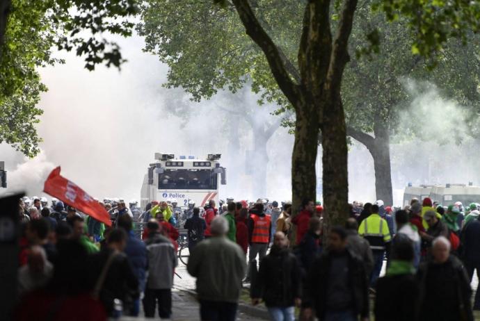 У Брюсселі жорстко розігнали багатотисячні акції протесту: з'явилися відео та фото (1)