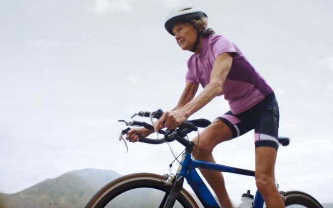 86-летняя монахиня снялась в рекламе Nike: опубликовано видео (2)
