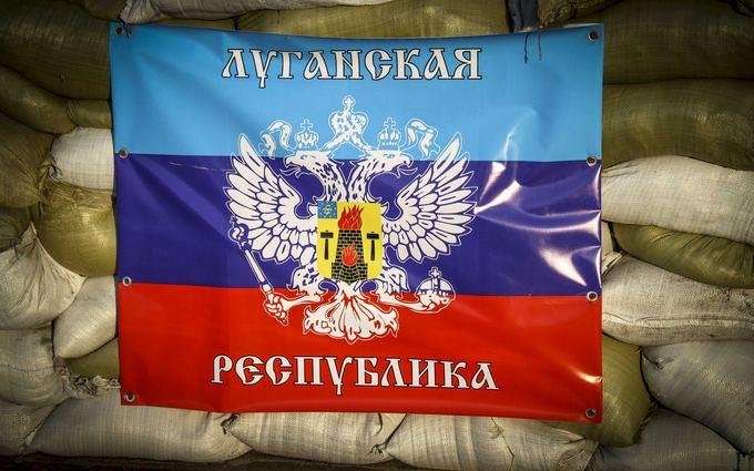 """Ждал, что нас вырежут """"зеленые человечки"""": волонтер о приходе ЛНР в Луганск"""