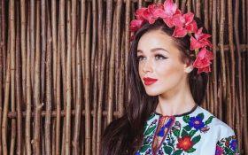 Украинская певица вывалялась в грязи ради съемок: опубликованы фото