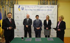 Украина и США погасили почтовую марку по случаю 25 годовщины дипотношений