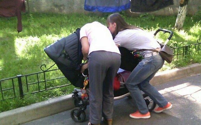 У Києві немовля мало не вбили квітковим горщиком: опубліковані фото