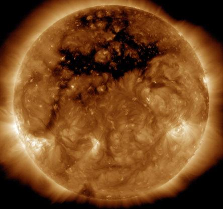 NASA показало фото гігантської діри на Сонці (1)