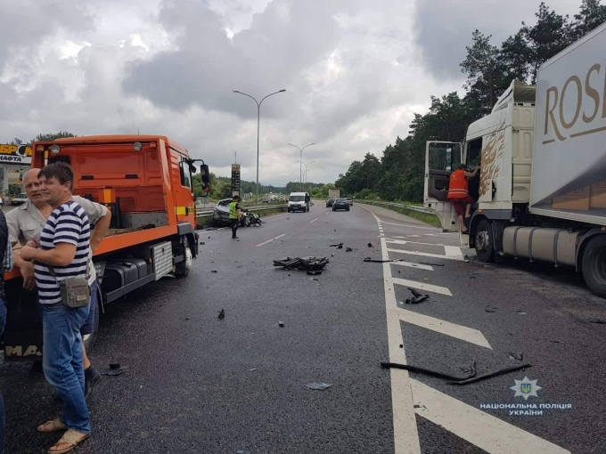 Под Киевом произошло жуткое ДТП: погибли женщина и ребенок (2)