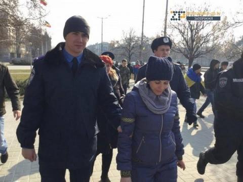 В Запорожье произошли стычки из-за памятника Ленину: опубликовано фото и видео (1)
