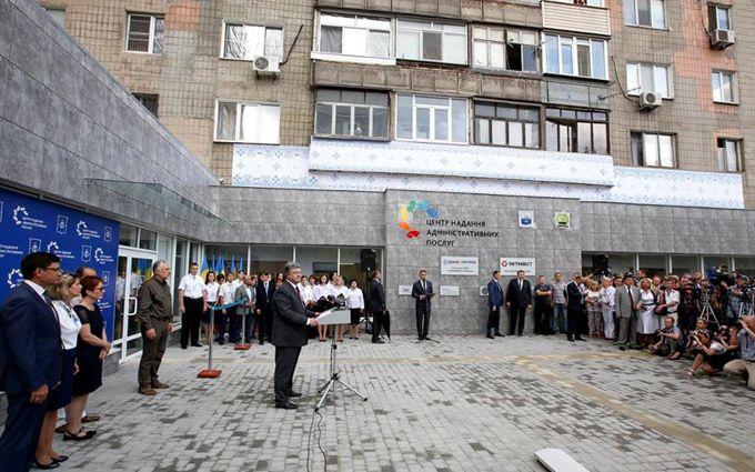"""У Порошенка на Донбасі стався конфуз із """"прихильниками Путіна"""": опубліковані фото і відео"""