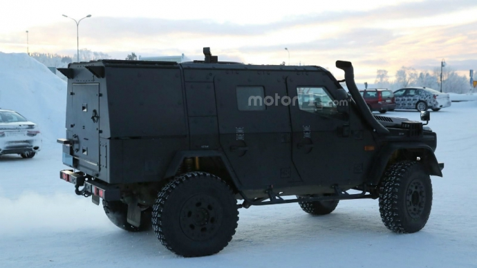 Компания Mercedes-Benz вывела на тесты новый военный броневик на базе G-Class (6 фото) (1)