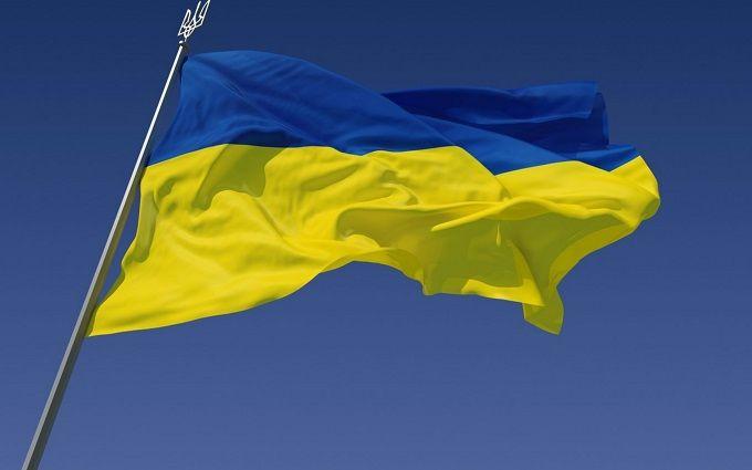 Порошенко привітав українців з Днем прапора та опублікував яскраве відео
