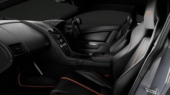 Aston Martin посвятил особый спорткар британской пилотажной группе (4 фото) (2)