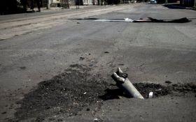 На Донбасі загострення: жителі Донецька скаржаться в мережі на вибухи