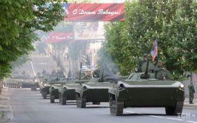 Опубликованы фото подготовки боевиками парада к 9 мая в Донецке