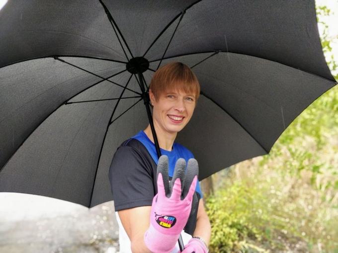 Президент Эстонии навела порядок в городском парке Днепра: опубликованы фото (1)