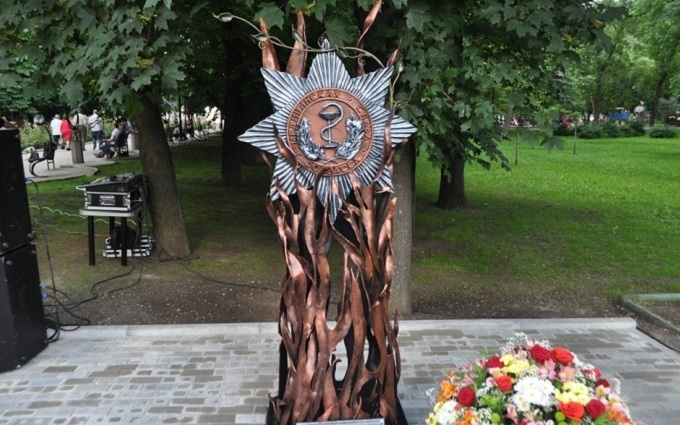 В окупованому Донецьку поставили новий пропагандистський пам'ятник: опубліковані фото