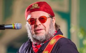 В России попал в реанимацию известный рок-музыкант, который поддерживает Украину
