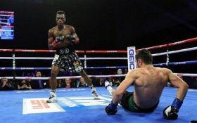 Нокаут во втором раунде: российский боксер проиграл чемпионский бой и лишился поединка с Ломаченко