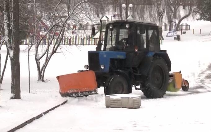 Украину продолжает заносить снегом: опубликовано видео