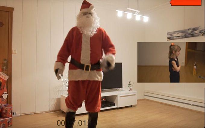 Санта-Клаус действительно существует— отец снял визит волшебника навидео для дочери