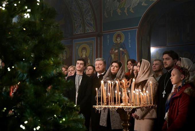 """""""Рождество - рождение надежды на спасение"""": Порошенко поздравил украинцев с праздником"""
