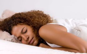 Как правильно спать, чтобы похудеть: советы ученых