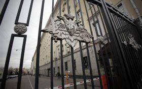Россию даже не нужно побеждать: соцсети посмеялись над военным скандалом в РФ