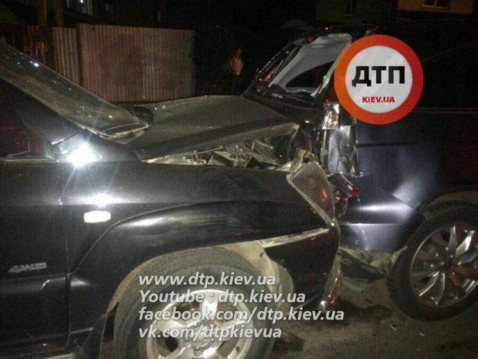 У масштабній п'яній ДТП під Києвом постраждали п'ять авто: опубліковані фото (1)