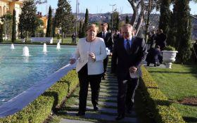 Підступ з подвійним змістом: Меркель російською мовою висміяла Путіна в пальто
