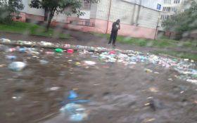 Из-за ливней во Львове плывет мусор: опубликованы фото