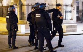 Во Франции подозреваемый в терроризме ранил двух полицейских