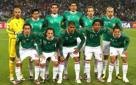 Отпраздновали победу: в Мексике игроки сборной по футболу устроили оргию - вспыхнул скандал