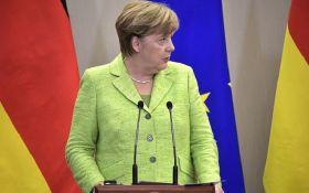 Меркель та ведмеді: мережа сміється над курйозним фото