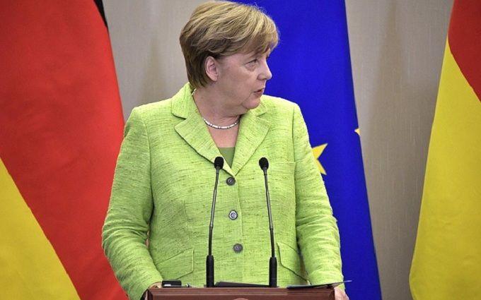 Меркель и медведи: сеть смеется над курьезным фото