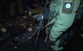 У Києві спецназ затримав три десятки людей зі зброєю: з'явилися фото і відео
