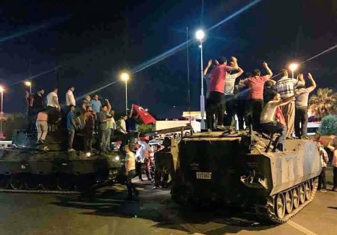 Провальний військовий переворот в Туреччині: хроніка подій, подробиці, найяскравіші фото та відео (20)
