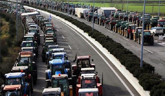 Греческие фермеры блокируют основную магистраль страны