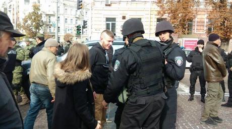 Міліція почала вилучати фаєри в учасників наміченого на сьогодні мітингу ПС та Свободи