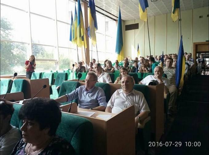 У міськраді Слов'янська розгорівся скандал із блокуванням: опубліковані фото (1)