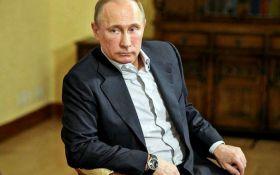 Путин стал заложником своей же системы - российский политик