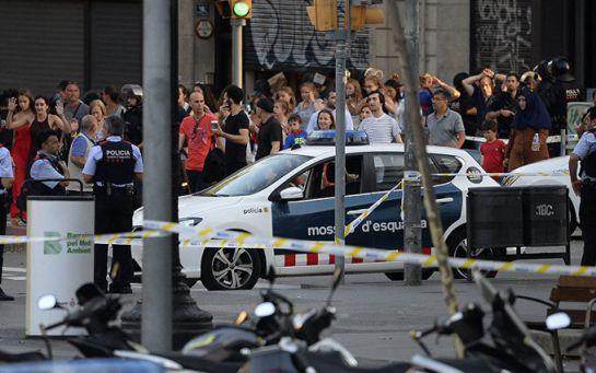 Теракт в Барселоне: во время траурного шествия произошла крупная стычка