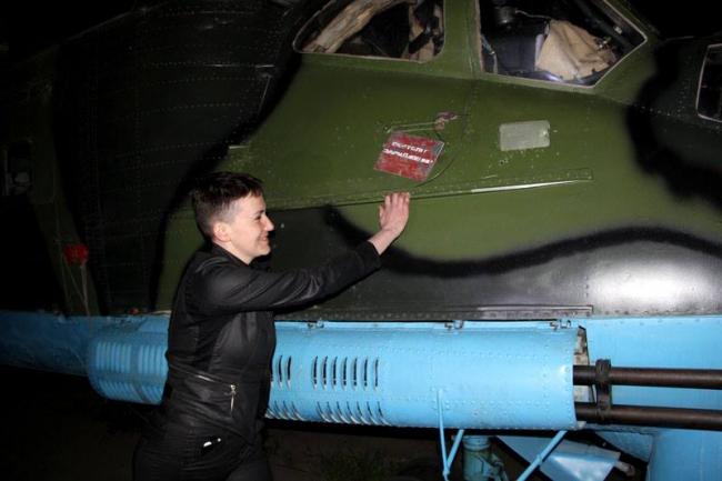 Савченко в зоні АТО сіла за штурвал бойового вертольота: опубліковані фото (1)
