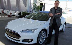 Илон Маск дерзким твитом отреагировал на увольнение из Tesla: акции компании снова обвалились