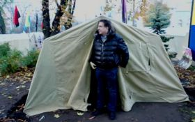 Саакашвілі влаштувався в наметі під будівлею Ради в Києві: з'явилося відео