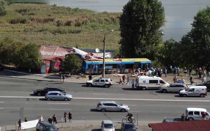 У Києві інсульт водія автобуса призвів до масштабної аварії: з'явилися фото