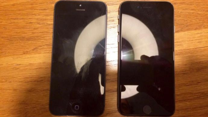 4-дюймовый смартфон Apple сфотографировали рядом с iPhone 5